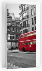 Naklejka na drzwi - Cabine téléphonique et bus rouges à Londres (UK)