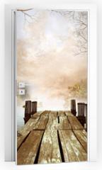 Naklejka na drzwi - Jesienna sceneria z drewnianym molo na jeziorze