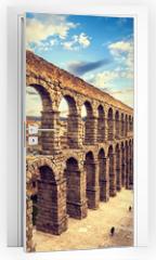 Naklejka na drzwi - The famous ancient aqueduct in Segovia, Castilla y Leon, Spain