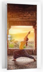 Naklejka na drzwi - Yoga in Hampi temple