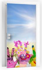 Naklejka na drzwi - Hände spielender Kinder vor Blumenwiese