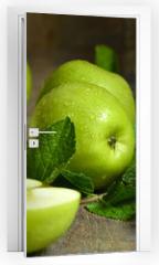 Naklejka na drzwi - Green apples with mint leaves.