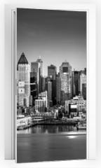 Naklejka na drzwi - Black and white New York City panorama