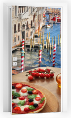Naklejka na drzwi - Classic Italian pizza in Venice against canal, Italy