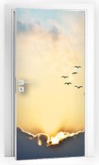 Naklejka na drzwi - el sol se asoma entre las nubes