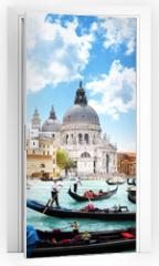Naklejka na drzwi - gondolas on Canal and Basilica Santa Maria della Salute, Venice,