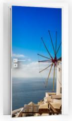 Naklejka na drzwi - Moulin à Oia sur l'île de Santorin, Grèce