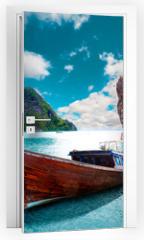 Naklejka na drzwi - Paisaje pintoresco de Tailandia. Playa e islas de Phuket. Viajes y aventuras por Asia
