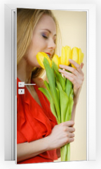 Naklejka na drzwi - Pretty woman with yellow tulips bunch