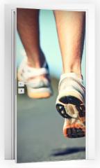 Naklejka na drzwi - Runnning shoes on runner