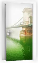 Naklejka na drzwi - The famous Chain Bridge in Budapest, Hungary