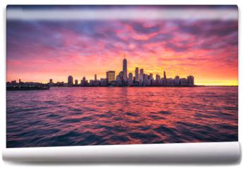 Fototapeta - Spektakulärer Sonnenuntergang über der Manhattan skyline in New York City, USA