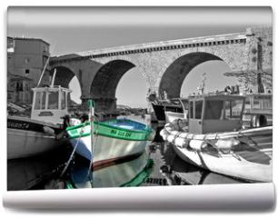 Fototapeta - un bateau au vallon des auffes