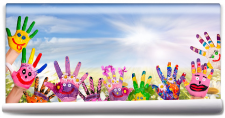 Fototapeta - Hände spielender Kinder vor Blumenwiese