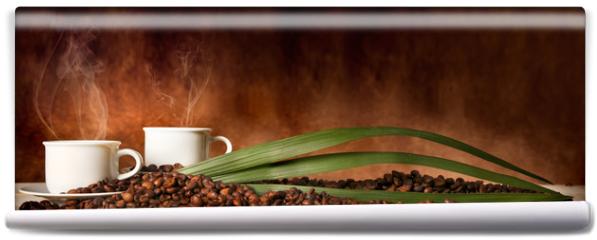 Fototapeta - Caffè in tazza, con chicchi sparsi sulla tavola