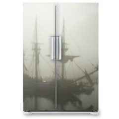 Naklejka na lodówkę - old sailship (pirate?) in the fog