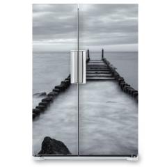 Naklejka na lodówkę - pier on the sea