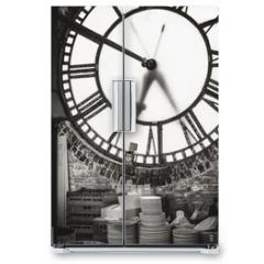 Naklejka na lodówkę - old clock