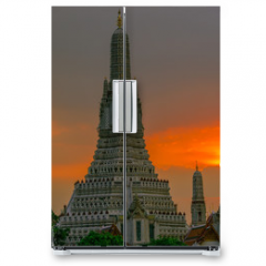 Naklejka na lodówkę - Twilight wallpaper in the evening,the sun going back to the horizon,Wat Arun Ratchawaramaram is a temple along the ChaoPhraya River is an important place and a beautiful tourist destination in Bangkok