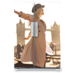Naklejka na lodówkę - Young woman walking around in the streets of London