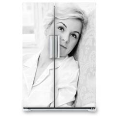 Naklejka na lodówkę - Portrait of daydreaming woman
