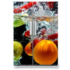 Naklejka na lodówkę - Various Fruit Splash on water