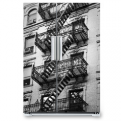Naklejka na lodówkę - Façade avec escalier de secours noir et blanc - New-York