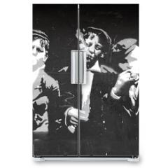 Naklejka na lodówkę - graffiti chicos fumando 0725-f14