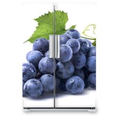 Naklejka na lodówkę - Blue wet grapes bunch isolated on white background