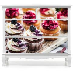 Naklejka na meble - berry cupcakes