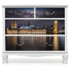 Naklejka na meble - Der Westminster Palast und Big Ben in London bei Nacht unter Sternenhimmel und der Milchstraße