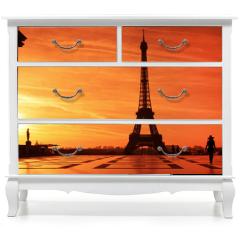 Naklejka na meble - Sunrise over Eiffel tower and tourist on Trocadero plaza