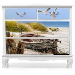 Naklejka na meble - altes Fischerboot, Möwen, Strand und Meer