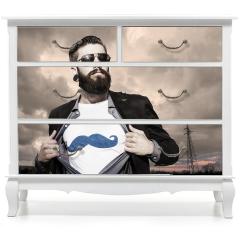 Naklejka na meble - Młody hipster, superbohater pod ciemnym niebem.
