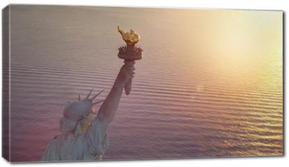 Obraz na płótnie canvas - Statue of Liberty with copy space