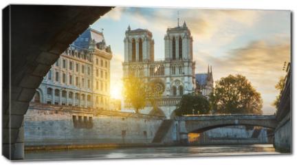 Obraz na płótnie canvas - Notre dame de Paris and Seine river in Paris, France