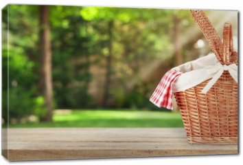 Obraz na płótnie canvas - Picnic Basket with napkin on nature background