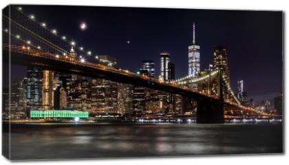 Obraz na płótnie canvas - Brooklyn Bridge in New York mit Manhattan Skyline bei Nacht