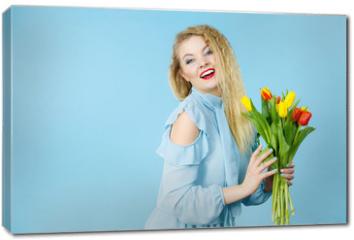 Obraz na płótnie canvas - Pretty woman with red yellow tulips bunch