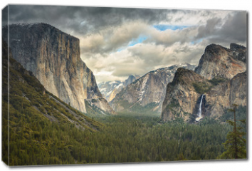 Obraz na płótnie canvas - Stormy Clouds over Tunnel View in Yosemite