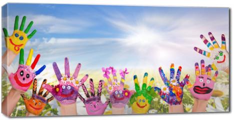 Obraz na płótnie canvas - Hände spielender Kinder vor Blumenwiese