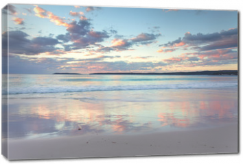 Obraz na płótnie canvas - Pretty pastel dawn sunrise at Hyams Beach NSW Australia