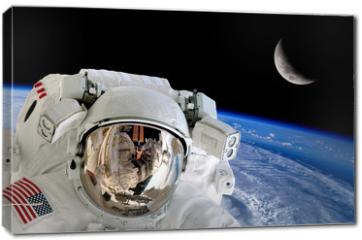 Obraz na płótnie canvas - Astronaut Spaceman Isolated Helmet