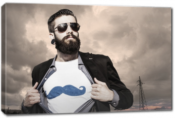 Obraz na płótnie canvas - Młody hipster, superbohater pod ciemnym niebem.