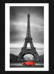 Obraz w ramie - Tour Eiffel et voiture rouge- Paris