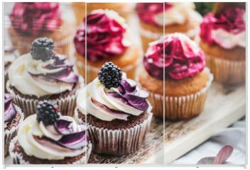 Panel szklany do szafy przesuwnej - berry cupcakes