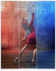 Panel szklany do szafy przesuwnej - Attractive brunette beauty in a dance pose