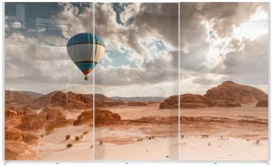 Panel szklany do szafy przesuwnej - Hot Air Balloon travel over desert