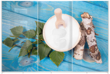 Panel szklany do szafy przesuwnej - Xylitol - sugar substitute. Birch sugar on blue wooden background.