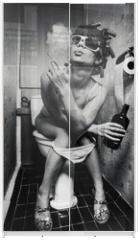 Panel szklany do szafy przesuwnej - girl sits in a toilet